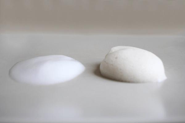 nico石鹸の弾力のある泡が摩擦による肌への負担をやわらげてくれる